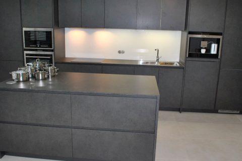 Kuchyně na míru P11