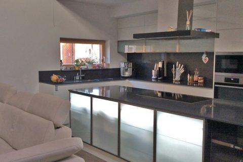 Kuchyně na míru P18